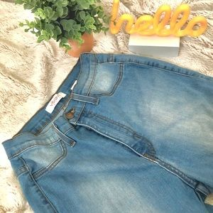 FASHION NOVA High-waisted Light Washed Jeans